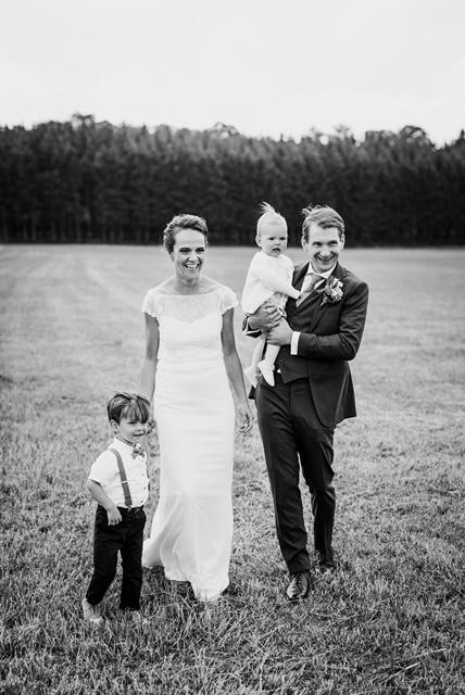 bruidspaar met kinderen