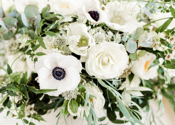 bloemstuk wit en groen tinten Wedding Eve