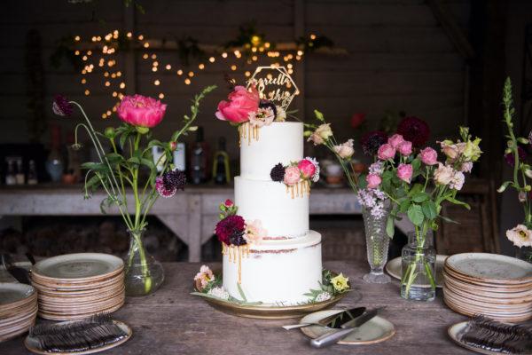 bruidstaart goud met bloemen