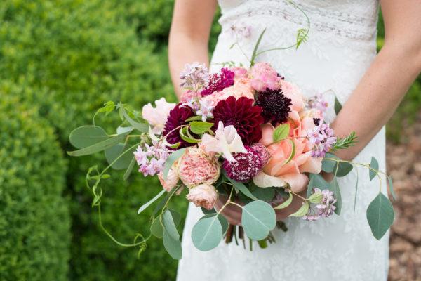 bruidsboeket kleur marsala en soft pink