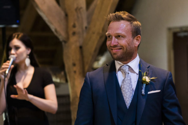 Verliefde bruidegom Wedding Eve